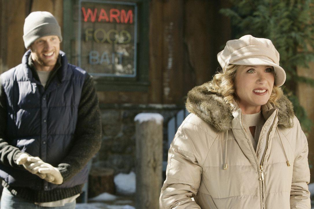 Beim gemeinsamen Urlaub mit ihren Eltern trifft Samantha (Christina Applegate, r.) auf Brad (Teddy Sears, l.), ihren ersten Schwarm ... - Bildquelle: 2008 American Broadcasting Companies, Inc. All rights reserved.