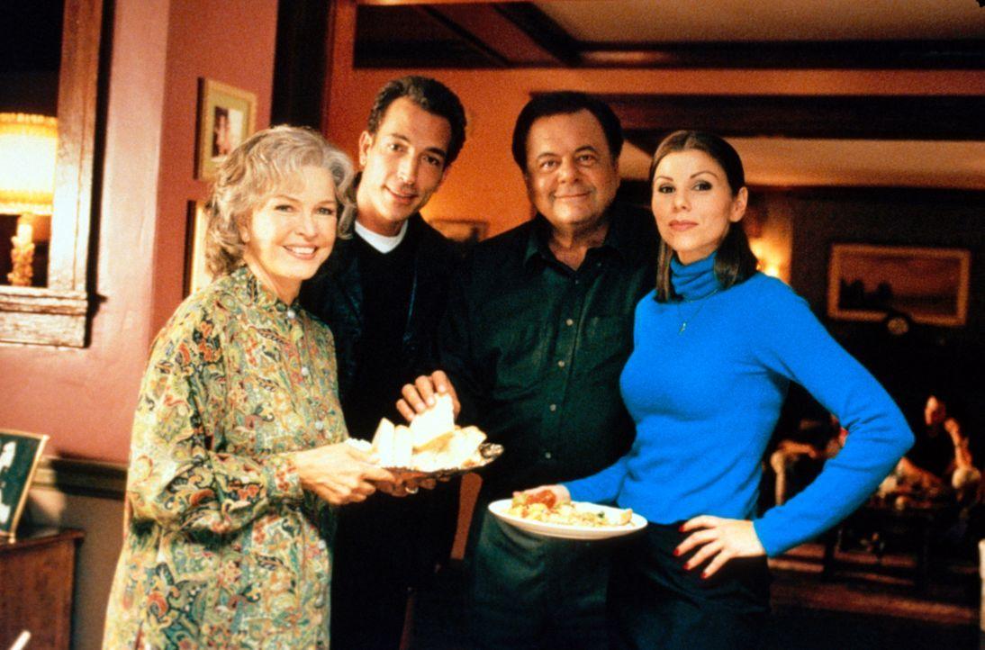Können nicht fassen, dass Bernadette Beruf, Freunde und Wohnung aufgibt, um mit einem Mann nach Italien zu ziehen: Dolly (Ellen Burstyn, l.), Lou (S... - Bildquelle: CBS Television