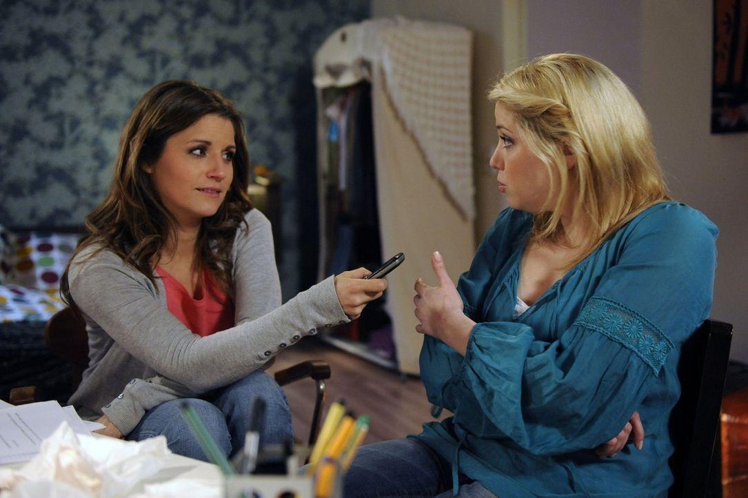 Frauengespräche: Bea (Vanessa Jung, l.) und Miriam (Caroline Maria Frier, r.) ... - Bildquelle: SAT.1