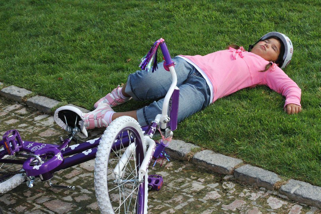 Als Bree beim rückwärts Ausparken Keiths Kehrseite bewundert, fährt sie versehentlich Juanita (Madison De La Garza, M.) an. Wird das Mädchen alles g... - Bildquelle: ABC Studios