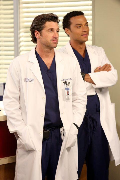 Rückblende: Nach allem, was geschehen ist, spricht Cristina mit niemandem mehr - Derek (Patrick Dempsey, l.) und Jackson (Jesse Williams, r.) machen... - Bildquelle: ABC Studios