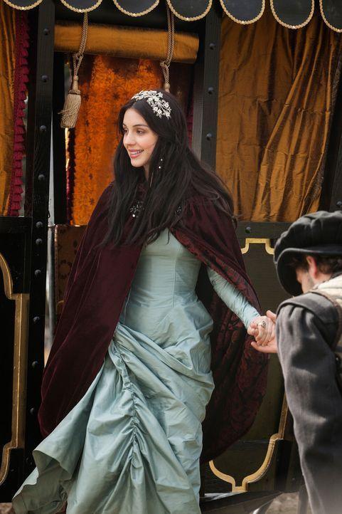 Mit ihrer Ankunft am französischen Hof ändert sich alles für Mary (Adelaide Kane), die junge Königin von Schottland. Nur schwer gewöhnt sie sich an... - Bildquelle: Joss Barratt 2013 The CW Network, LLC. All rights reserved.