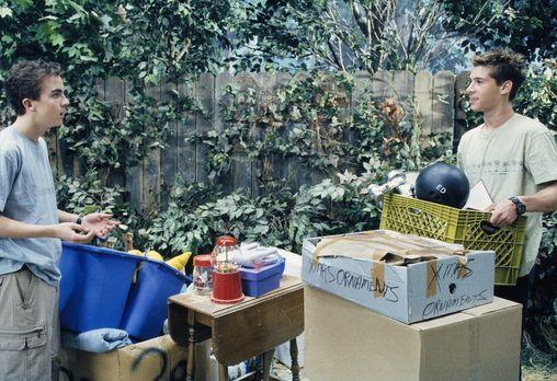 Malcolm mittendrin - Um das Gerümpel in der Garage loszuwerden, organisieren...