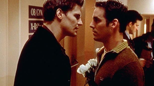 Angel (David Boreanaz, l.) will eine Freundin im Krankenhaus besuchen. Xander...