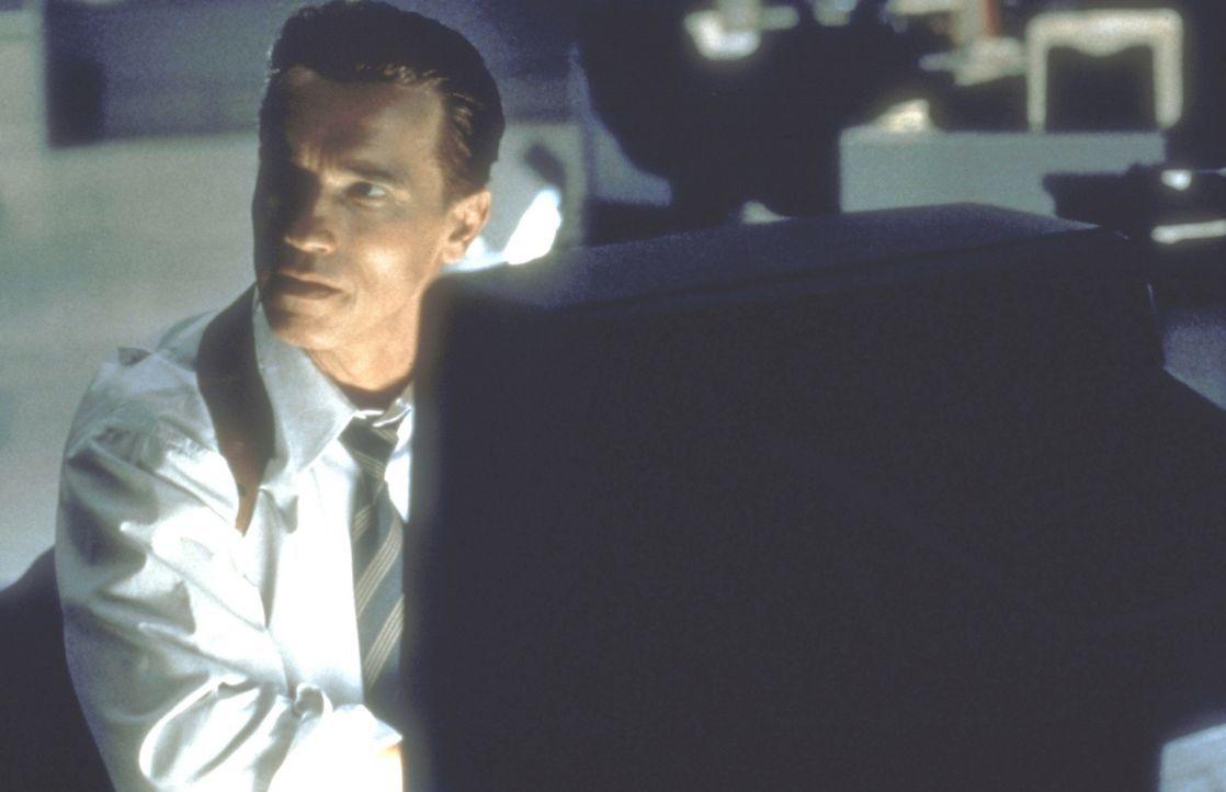 Viele Jahre gelingt es dem Top-Agenten Harry Tasker (Arnold Schwarzenegger), sich als Computerhändler zu tarnen. Doch dann steht die Welt plötzlic... - Bildquelle: 20th Century Fox Film Corporation
