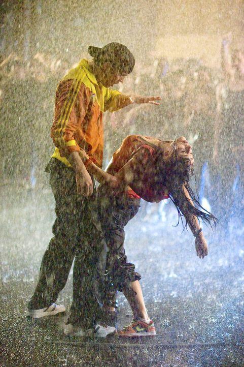 Zwei, die nicht nur die Liebe zum Tanz verbindet: Chase (Robert Hoffman, l.) und Andie (Briana Evigan, r.) ... - Bildquelle: 2008 Constantin Film