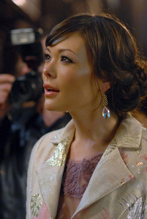 """Victory (Lindsay Price) hat die Hauptdarstellerin des Films """"Bombay Highway"""" für die Premiere ausgestattet, doch Chloe will partout nicht aus der Li... - Bildquelle: 2004 NBC, Inc."""