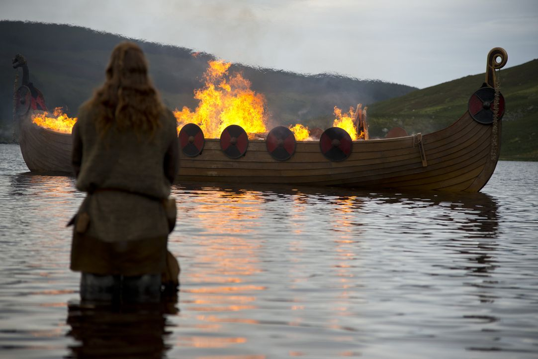 Earl Haraldsons Seele darf nach der Feuer- und Seebestattung die Reise nach Walhall antreten ... - Bildquelle: 2013 TM TELEVISION PRODUCTIONS LIMITED/T5 VIKINGS PRODUCTIONS INC. ALL RIGHTS RESERVED.