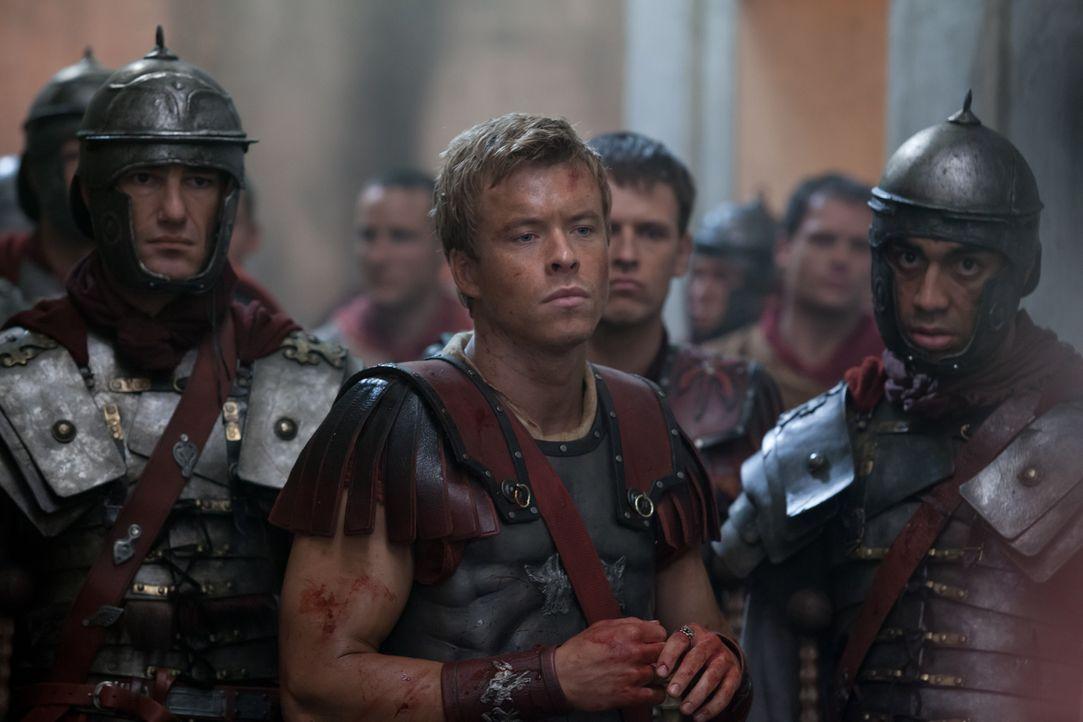 Nach seinem Verrat an Spartacus setzt Julius Caesar (Todd Lasance, M.) alles daran, den Rebellenanführer möglichst schnell ins Jenseits zu befördern... - Bildquelle: 2012 Starz Entertainment, LLC. All rights reserved.