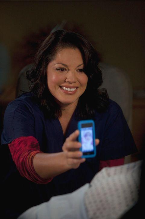 Callie (Sara Ramirez) hat Probleme damit, ihrer ehemaligen Schwiegermutter von Arizona und ihrer Familie zu erzählen. Als sie endlich ihren Mut zusa... - Bildquelle: ABC Studios