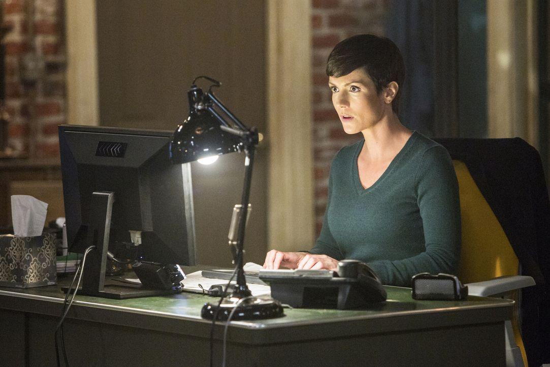 Bei den Ermittlungen: Brody (Zoe McLellan) ... - Bildquelle: 2015 CBS Broadcasting, Inc. All Rights Reserved