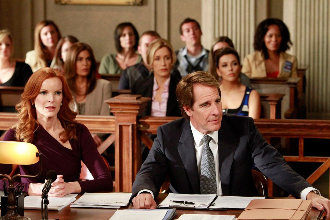 Katherine Mayfair kehrt mit einem verführerischen Jobangebot für Lynette in die Wisteria Lane zurück, während Trip (Scott Bakula, vorne r.) und Bree... - Bildquelle: ABC Studios
