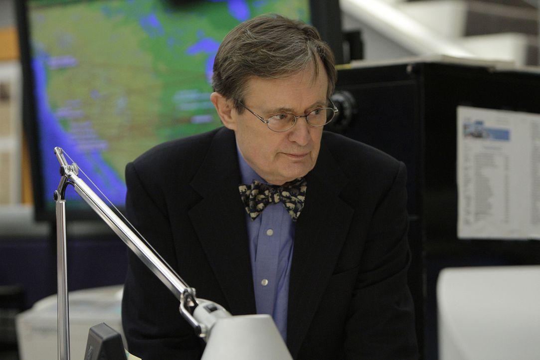 Ducky (David McCallum) versucht vor seinen Kollegen ein paar mysteriöse medizinische Tests geheim zu halten - doch warum nur? - Bildquelle: CBS Television