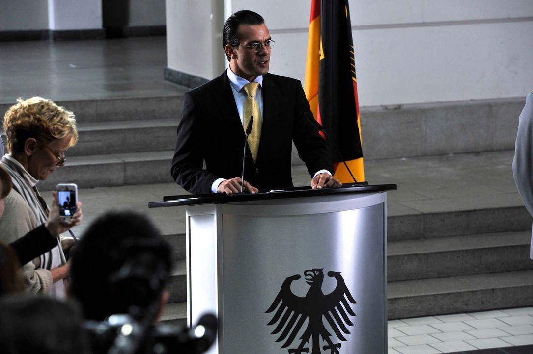 Das angeschlagene Unternehmen Forpel muss dringend vor der Pleite gerettet werden. Hat der neue Wirtschaftsminister Franz Ferdinand von und zu Donne... - Bildquelle: Hardy Brackmann SAT.1