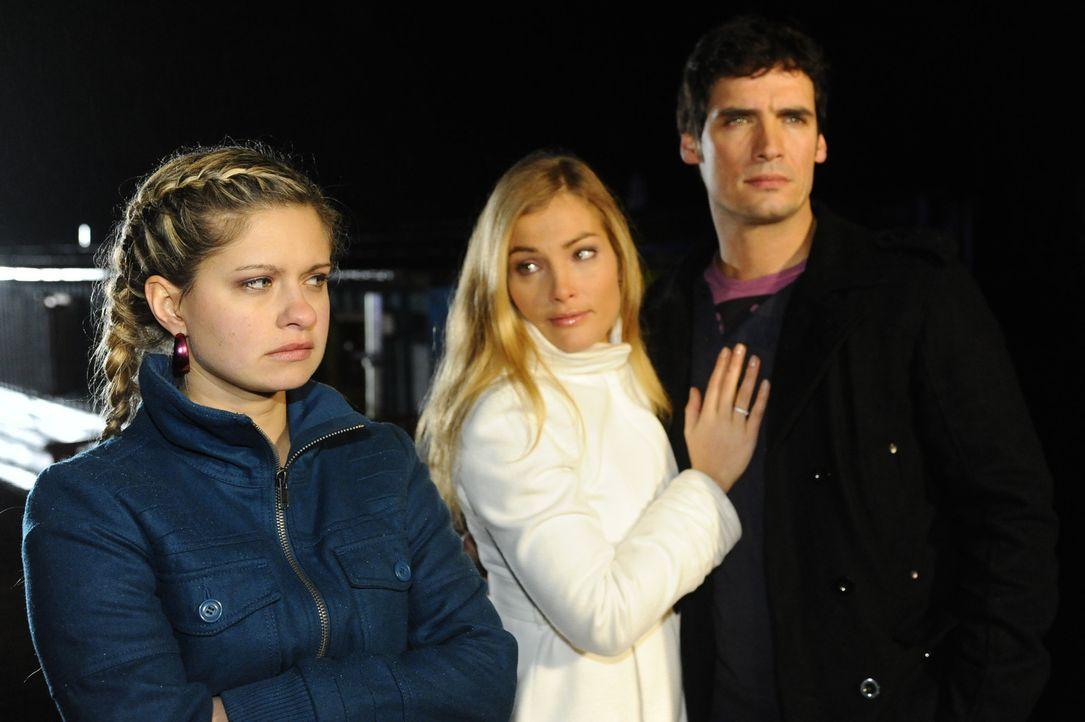 Sind nach Beates Tod etwas mitgenommen: Mia (Josephine Schmidt, l.), Annett (Tanja Wenzel, M.) und Alexander (Paul Grasshoff, r.) - Bildquelle: SAT.1