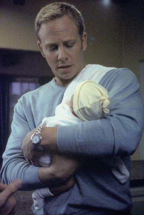 Als junger Vater hat Steve (Ian Ziering) plötzlich alle Hände voll zu tun ... - Bildquelle: Paramount Pictures