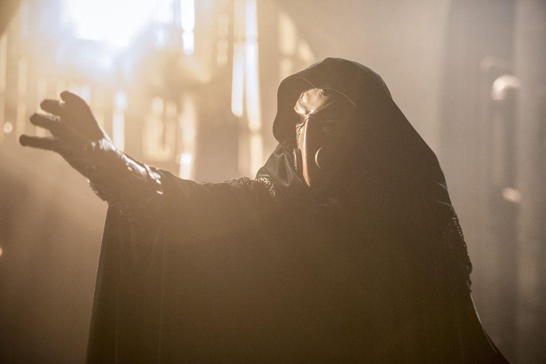 Doctor Alchemy (Tobin Bell) plant seine nächsten Schritte, doch auch Team Flash bleibt nicht untätig ... - Bildquelle: 2016 Warner Bros.