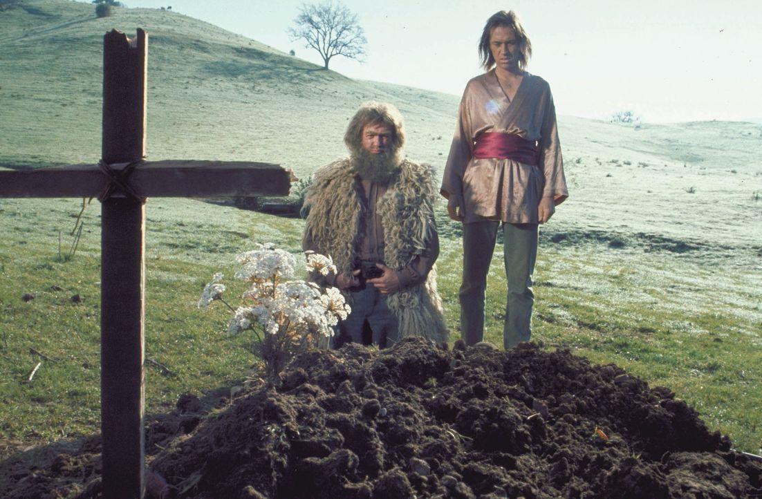Verliert nach dem Tod seines Meisters und Lehrers die Nerven und tötet dessen Mörder: Caine (David Carradine, r.) ... - Bildquelle: Warner Bros.