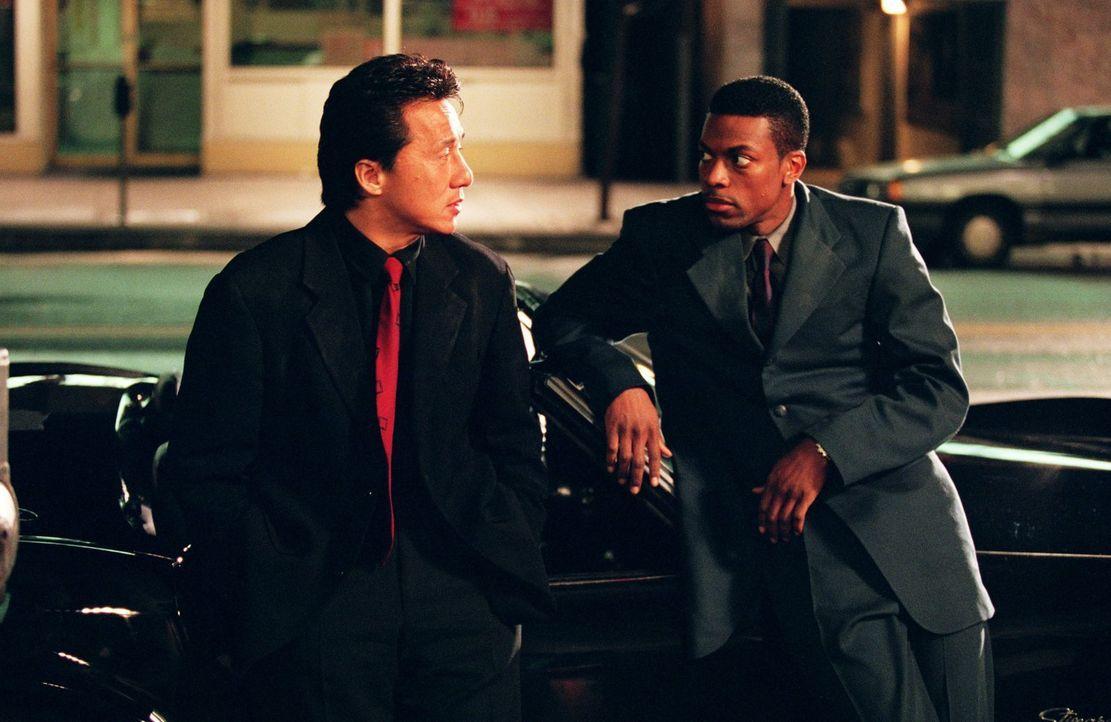 Top-Agenten auf der Suche nach einem entführten Mädchen: James Carter (Chris Tucker, r.) und Inspektor Lee (Jackie Chan, l.) ... - Bildquelle: Warner Bros.