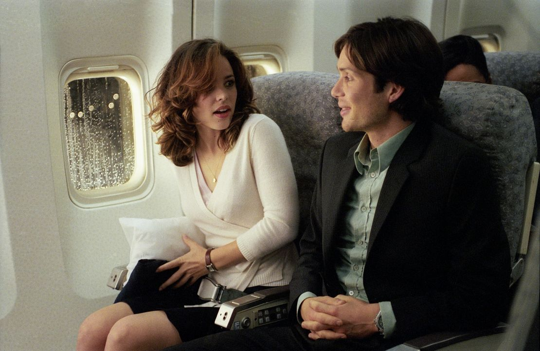 An Bord des Flugzeugs ist Lisa (Rachel McAdams, l.) zunächst noch angenehm überrascht, neben Jackson (Cillian Murphy, r.) sitzen zu dürfen.Doch nur... - Bildquelle: Telepool GmbH