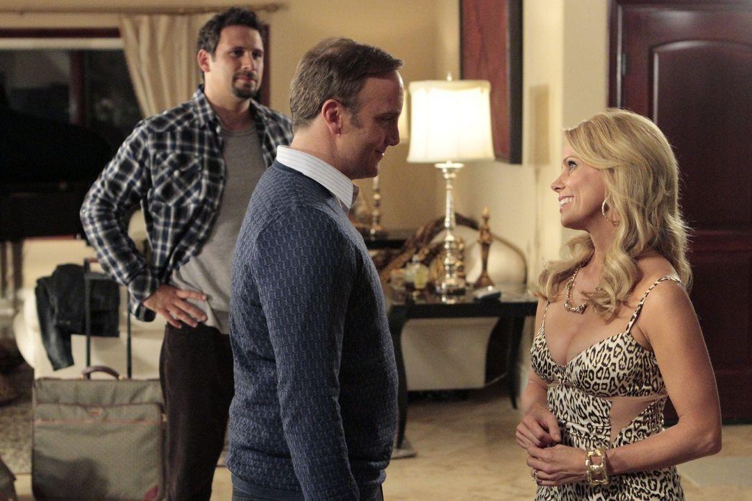George (Jeremy Sisto, l.) versucht Halloween-Hasserin Dallas (Cheryl Hines, r.) davon zu überzeugen, dass Halloween auch Spaß machen kann. Doch ri... - Bildquelle: Warner Bros. Television