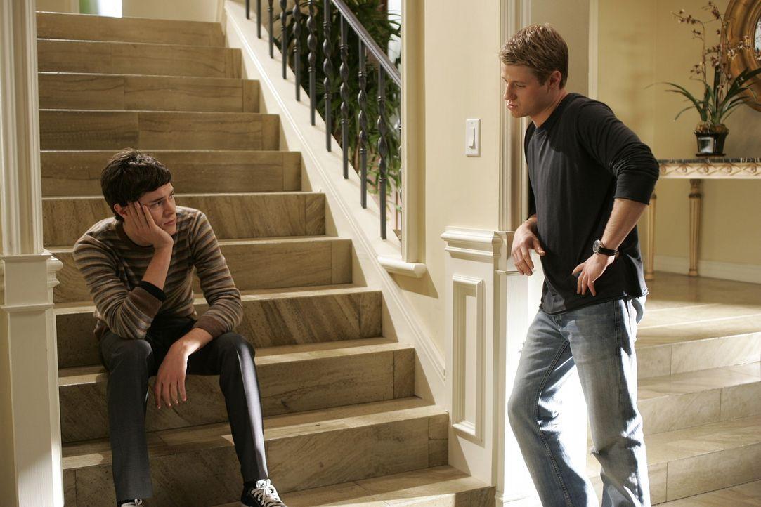 Überlegen, welches College am Besten für sie wäre: Seth (Adam Brody, l.) und Ryan (Benjamin McKenzie, r.) ... - Bildquelle: Warner Bros. Television