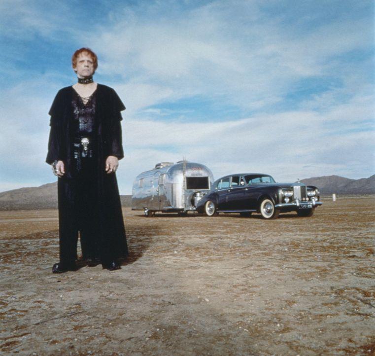 Aaron Quicksilver (Christopher Lloyd) ist mit seinem Rolls Royce und Wohnwagen auf Amerikas Straßen unterwegs, um Geschichten zu sammeln und zu erz... - Bildquelle: 20th Century Fox Film Corporation