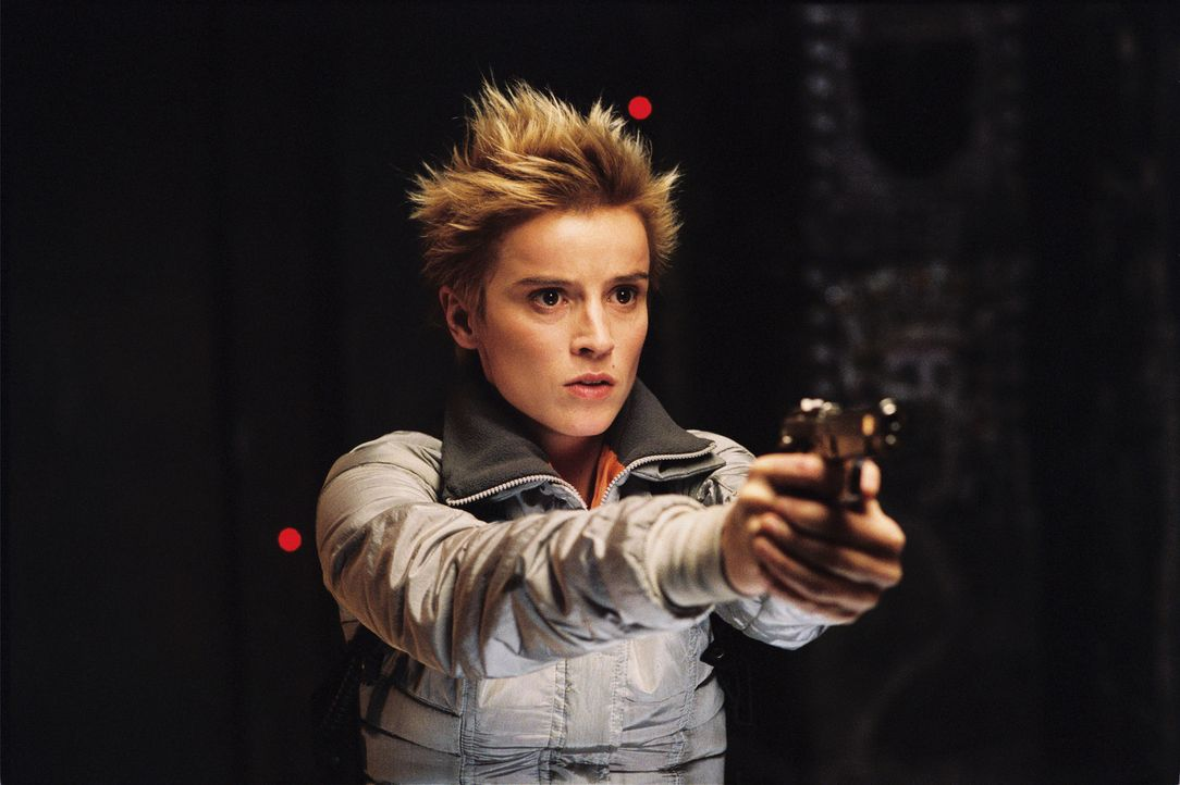 Adele (Agathe de La Boulaye) gerät zwischen die mörderischen Fronten von Aliens und Predatoren, die 700 Meter unter der Erdoberfläche einen brutalen... - Bildquelle: 2004 Twentieth Century Fox Film Corporation. All rights reserved.