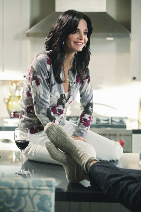 Ein Glas Rotwein und die beste Freundin helfen doch immer, wenn es einem nicht so gut geht: Jules (Courteney Cox) ... - Bildquelle: 2009 ABC INC.
