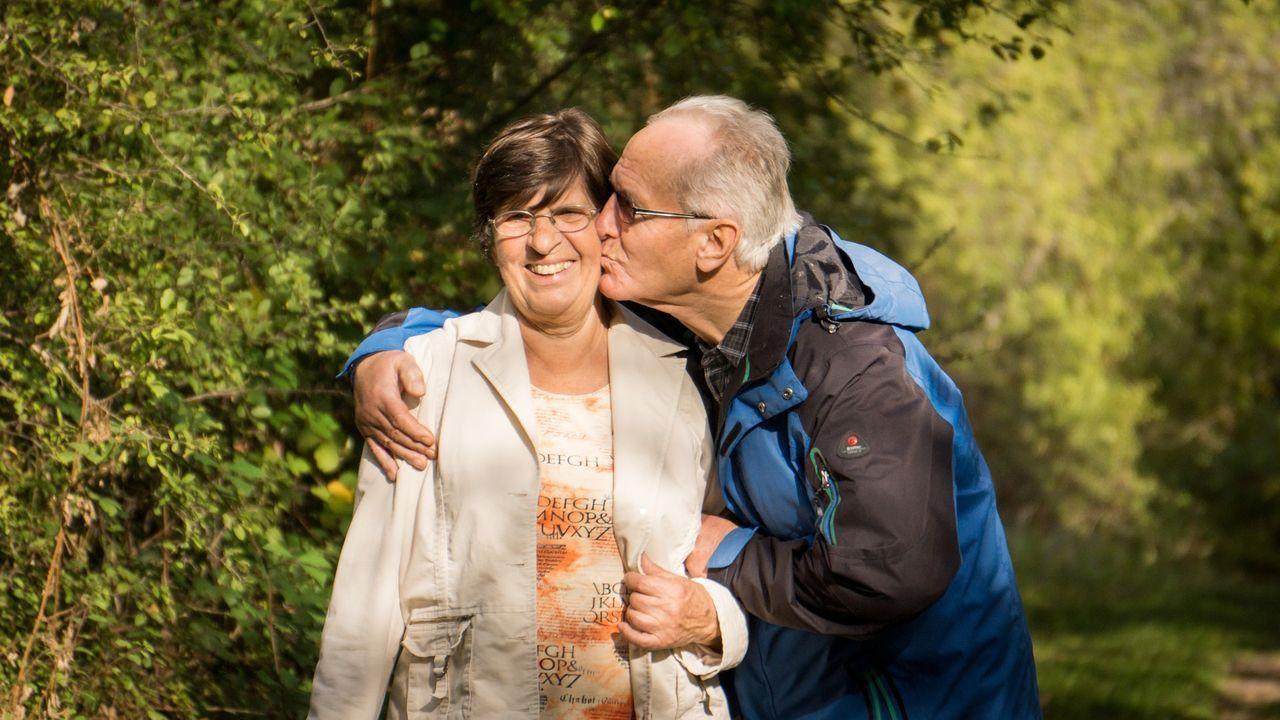 grandparents-2198053_1920