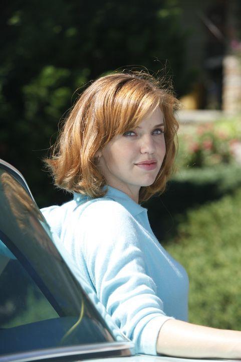 Selbstbewusst und voller Elan trotzt Kate (Kelli Garner) ihrer Rolle als schwarzes Schaf der Familie ... - Bildquelle: 2011 Sony Pictures Television Inc.  All Rights Reserved.