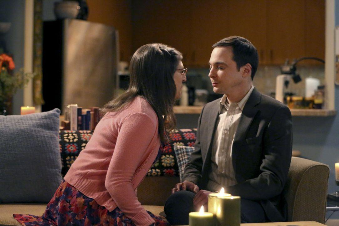 Nach mehr als fünf Jahren Beziehung verbringen Sheldon (Jim Parsons, r.) und Amy (Mayim Bialik, l.)  - Bildquelle: 2015 Warner Brothers