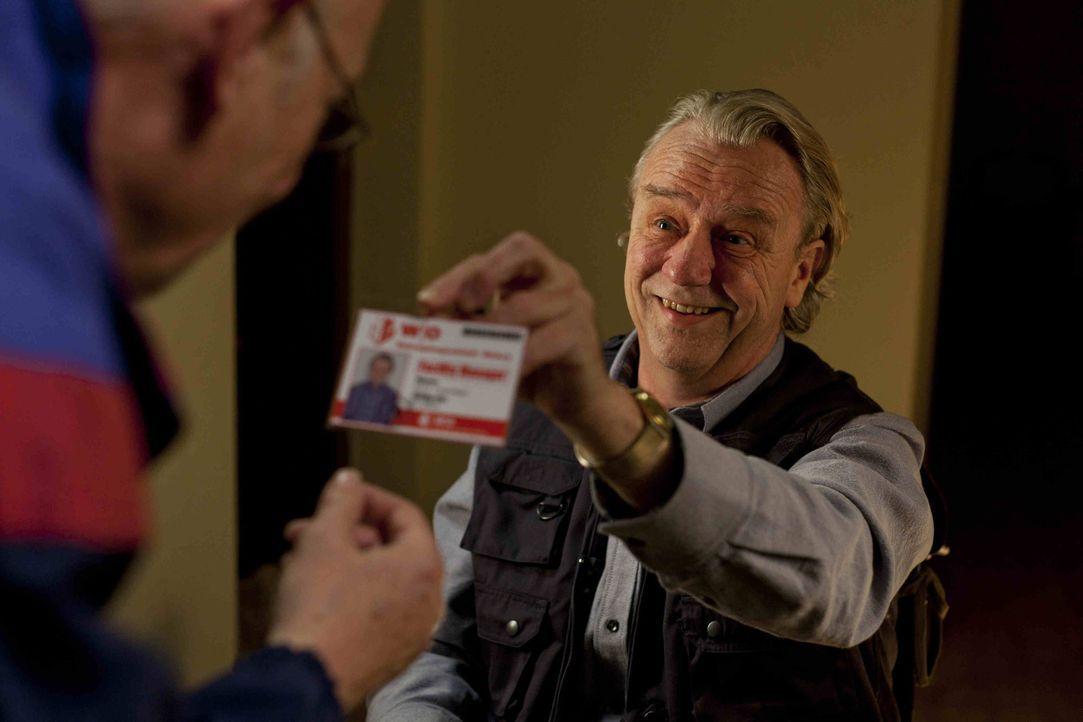 Kurt (Axel Siefer) hat einen Job als Facility-Manager bekommen. Voller Engagement legt er los, doch schon bald muss er erkennen, dass er von den Hau... - Bildquelle: Frank Dicks SAT.1