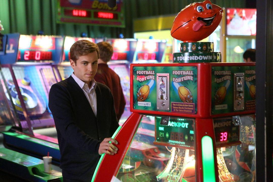 Gefällt nicht, dass Kimmie und James so viel Spaß zusammen haben: Richard (Kevin Bishop) ... - Bildquelle: Warner Brothers