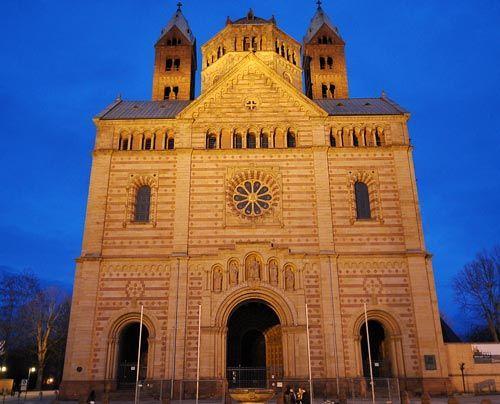 Der Kaiserdom zu Speyer ist das bedeutendste und größte romanische Bauwerk Europas. Im Jahr 1024 gründete der salische Kaiser Konrad II. den Bau... - Bildquelle: dpa
