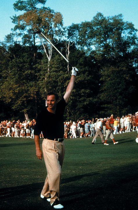 McAvoy (Kevin Costner) ist fest entschlossen, die US-Open zu gewinnen ... - Bildquelle: WARNER BROS.
