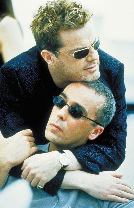 Wenn der Schuldner nicht zahlen kann, gerät er an den brutalen Buchmacher Troy (Eddie Izzard, oben). Auch Leo (John Hannah) ist nicht in der Lage,... - Bildquelle: Columbia Pictures