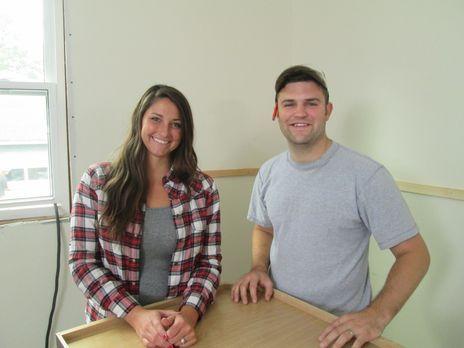 Das junge Paar Anna (l.) und Jake (r.) wollen ihr erstes Haus umbauen, haben...