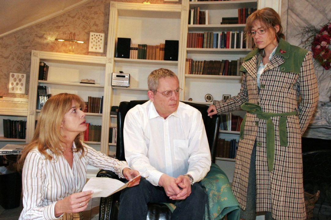 Lisa (Alexandra Neldel, r.) ist geschockt, als sie von Laura (Olivia Pascal, l.) und Friedrich Seidel (Wilhelm Manske, M.) erfährt, dass David entf... - Bildquelle: Monika Schürle Sat.1
