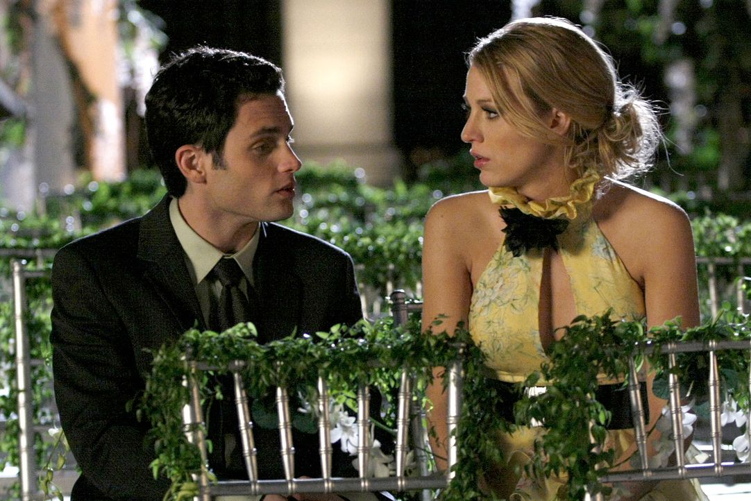 Nach einem langen Gespräch sehen die beiden ein, dass es an der Zeit ist, sich zu trennen. Dennoch sind Dan (Penn Badgley, l.) und Serena (Blake Li... - Bildquelle: Warner Bros. Television