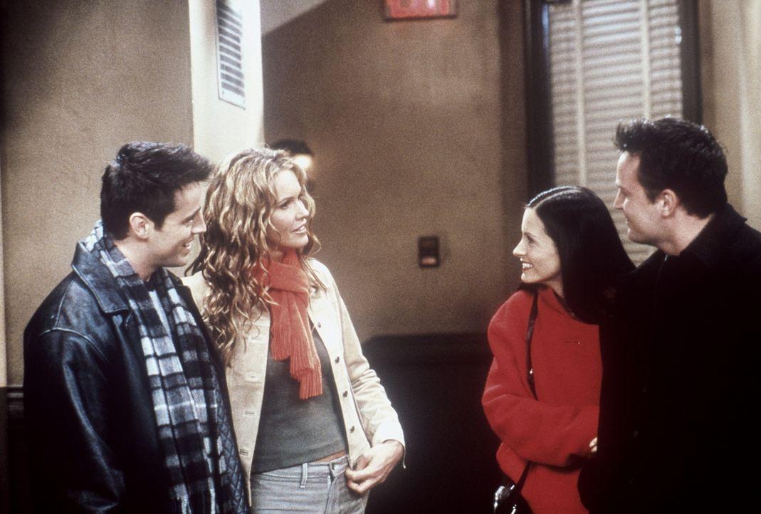 Joey (Matt LeBlanc, l.) schwebt auf Wolke Sieben, da seine Traumfrau Janine (Elle Macpherson, 2.v.l.) ihn endlich erhört hat. Doch sofort stellen s... - Bildquelle: TM+  2000 WARNER BROS.