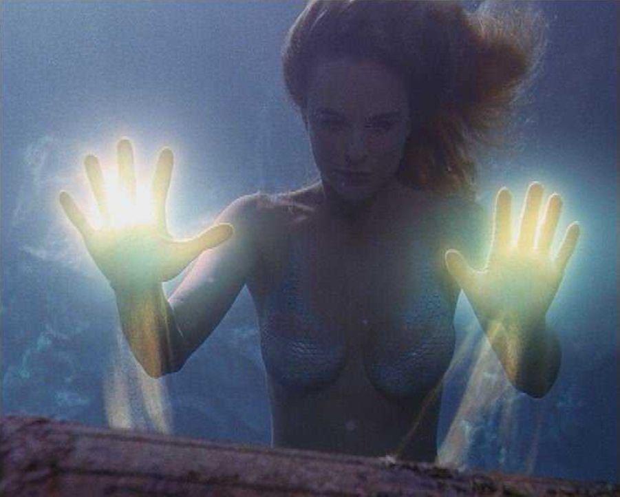 Meerjungfrau Diana (Erika Heynatz) will den Mörder ihres Vaters zur Verantwortung ziehen. Dabei kommen ihr ihre magischen Kräfte sehr zu Hilfe ...