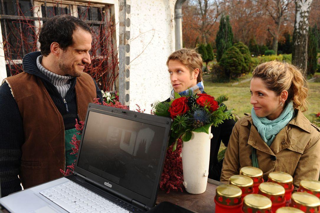 Jojo (Bernhard Bozian, M.) und Nina (Maria Wedig, r.) hoffen, von Hajo Giese (Florian Hänsel, l.) Hinweise über den anonymen Brief zu bekommen ... - Bildquelle: SAT.1