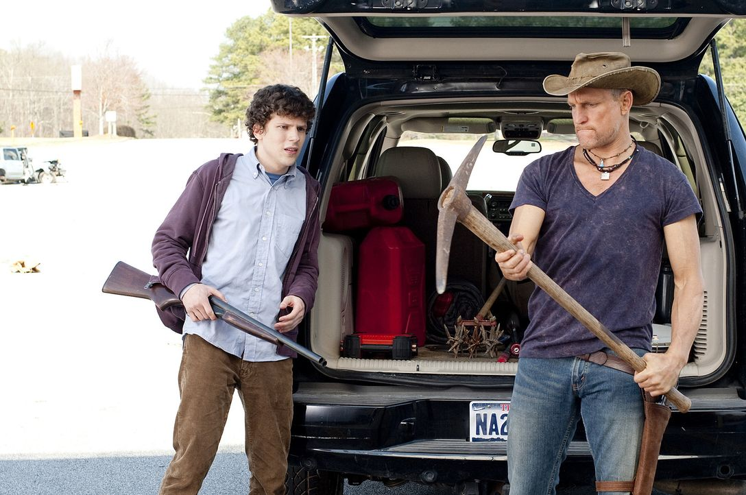 Sie schließen sich zusammen, um gemeinsam der Zombie-Plage Herr zu werden: der neurotische Angsthase Columbus (Jesse Eisenberg, l.) und Zombie-Term... - Bildquelle: 2009 Columbia Pictures Industries, Inc. and Beverly Blvd LLC. All Rights Reserved.