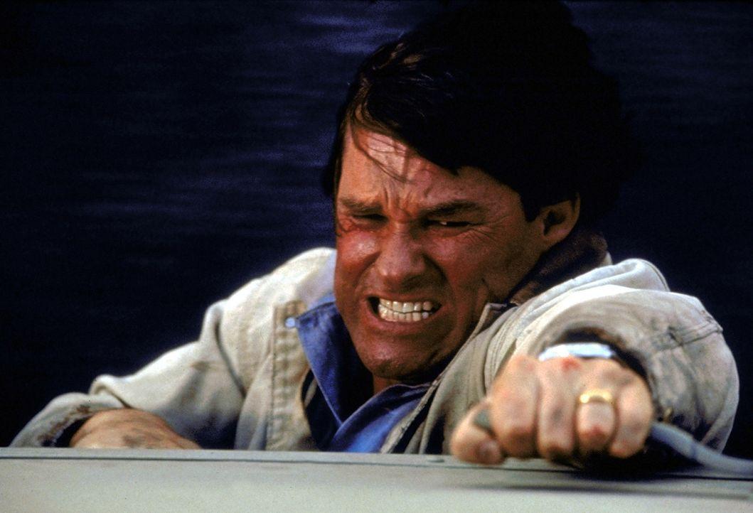 Als Jeff (Kurt Russell) sich daran macht, selbst Licht in die rätselhafte Angelegenheit zu bringen, stolpert er direkt in einen Albtraum ... - Bildquelle: Paramount Pictures