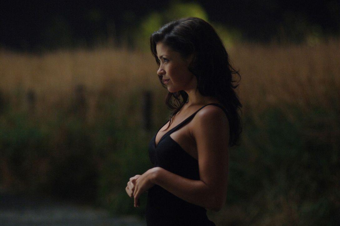 Sam versucht mit Gewalt Dean aus seinem Pakt mit dem gelbäugigen Dämon (Sandra McCoy) zu befreien ... - Bildquelle: Warner Bros. Television