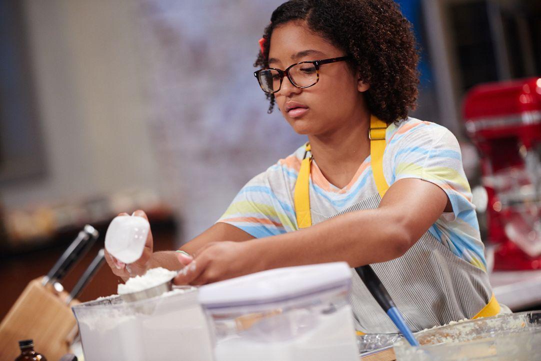 Wie wird sich die junge Bäckerin Caroline im Backwettbewerb schlagen? - Bildquelle: Eddy Chen 2014, Television Food Network, G.P. All Rights Reserved