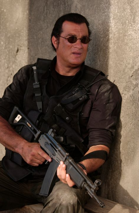 Nach einer missglückten Operation in Südafrika wird der hoch dekorierte CIA-Agent John Seeger (Steven Seagal) von seinen Vorgesetzten fallen gelasse... - Bildquelle: Nu Image