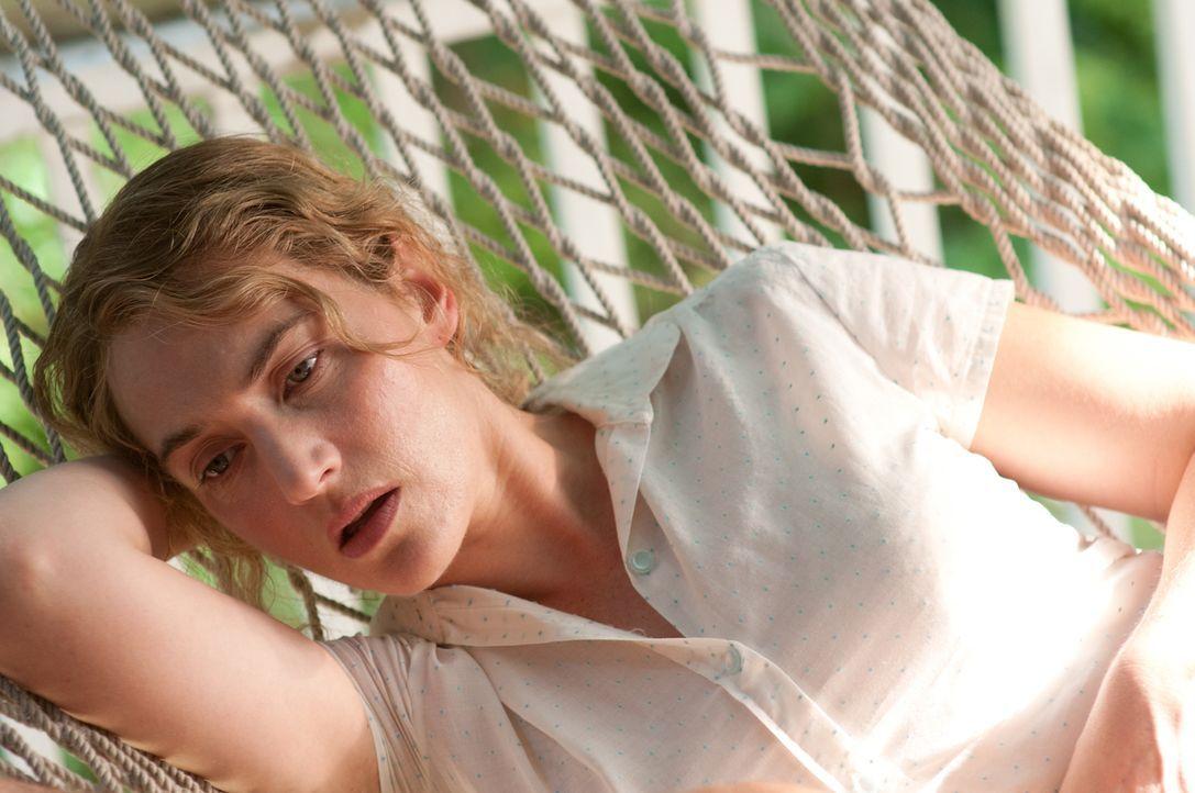Nach ihrer Scheidung verfällt die alleinerziehende Mutter Adele (Kate Winslet) in ein tiefes Loch, aus dem sie endlich der sensible Anhalter Frank h... - Bildquelle: 2016 Paramount Pictures. All Rights Reserved.