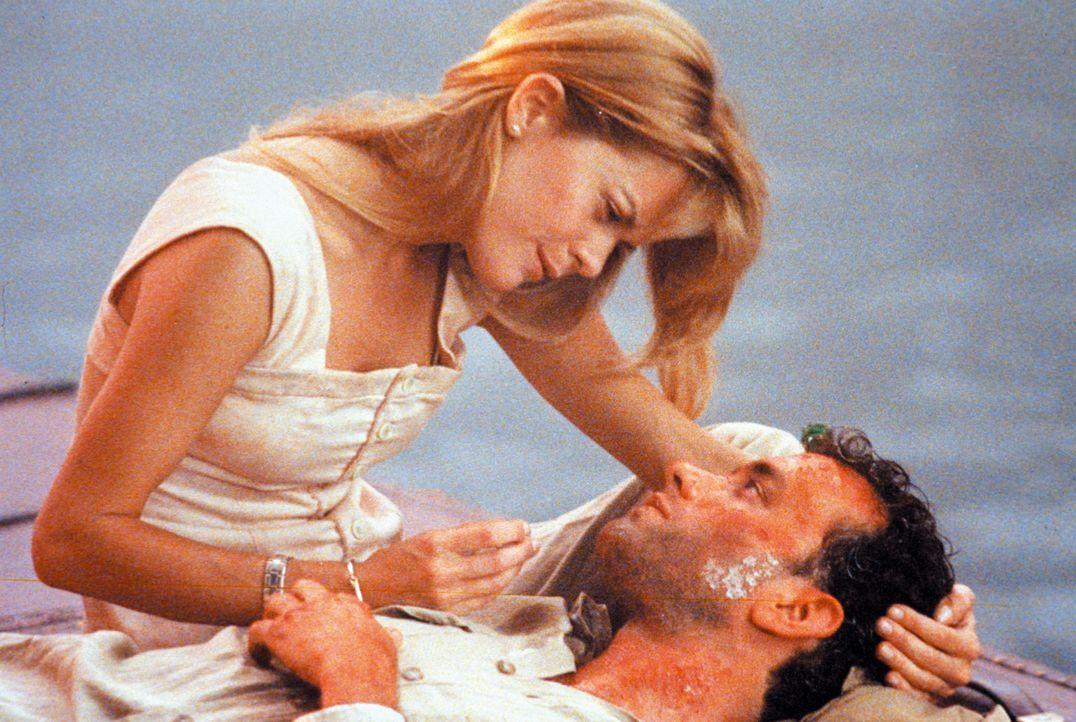 Patricia (Meg Ryan, l.) bringt Joe (Tom Hanks, r.) auf Vaters Yacht zu der Insel Waponi Woo, doch in einem Taifun sinkt das Boot. Auf einem Treibgut... - Bildquelle: Warner Bros.